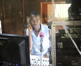 ¡Radios libres del mundo, uníos!
